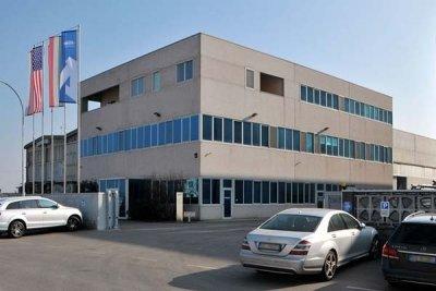 Azienda specializzata nella realizzazione di contenitori e cisterne per l'industria