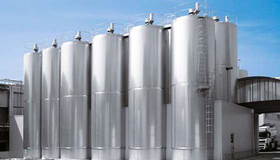 Contenitori e miscelatori per liquidi alimentari azzini